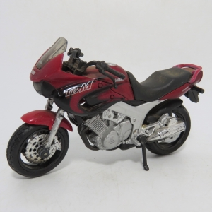 Maisto Yamaha TDM twin 850 model motorcycle - Scale 1/18