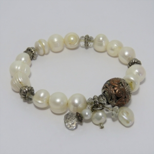Cultured pearls costume jewellery bracelet